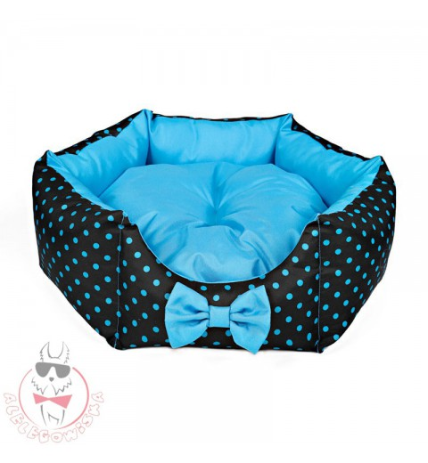 Star-shaped bed with blue dots