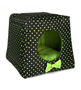 Hütte mit grünen Pünktchen